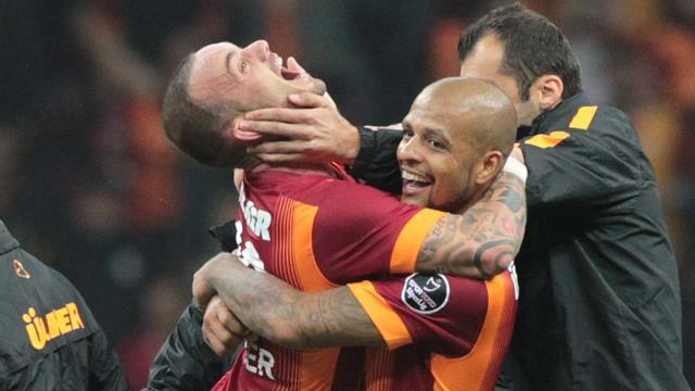 Melo ve Sneijder yumruklaştı mı?