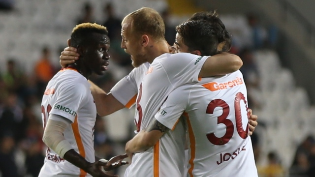 Sneijder Cimbom'u ipten aldı