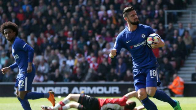 Giroud Chelsea'yi sırtladı