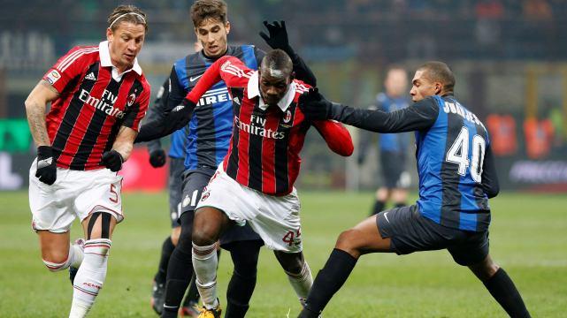 Balotelli Milan'da kalıyor