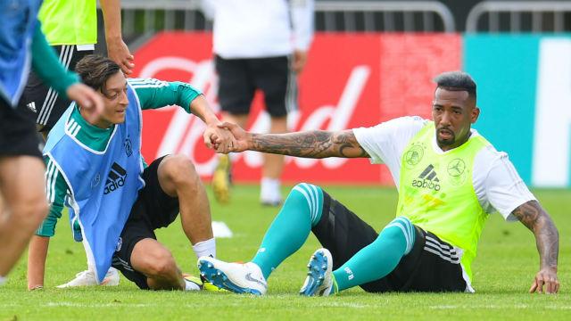 Boateng'den Mesut Özil'e destek