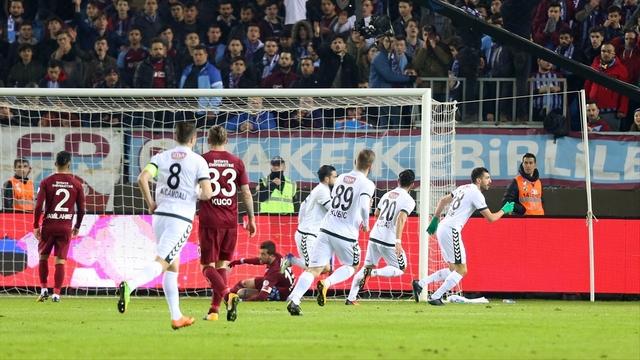 Son şampiyon, Trabzonspor'u eledi