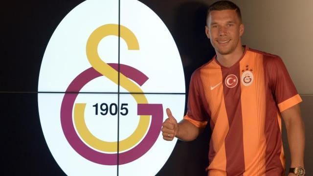 Galatasaray'ın bombası imzaladı