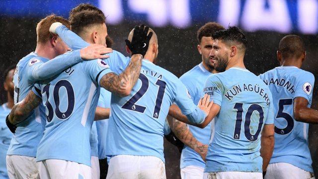 Manchester City arayı yine açtı