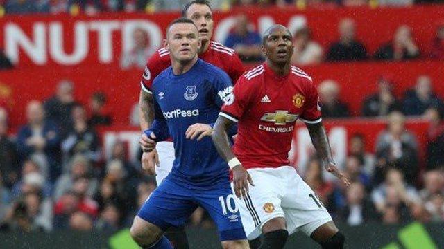 ManU, Rooney'ye acımadı