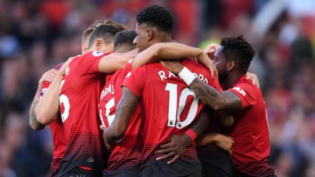 Manchester United kazanarak başladı