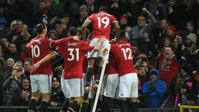 Manchester United zor kazandı