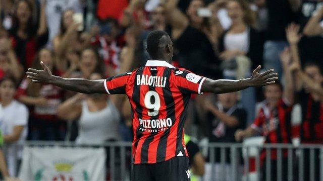 Balotelli bir yıl daha Nice'te