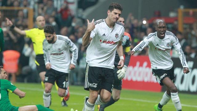 Mario Gomez'in 1 golü kaldı
