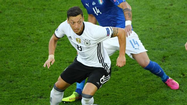 Mesut Özil yine başardı