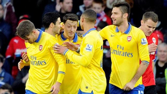 Özil Arsenal'i uçuruyor