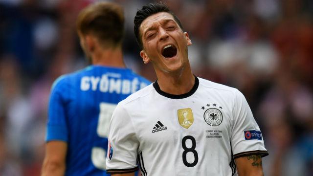 Podolski'den sonra Mesut!