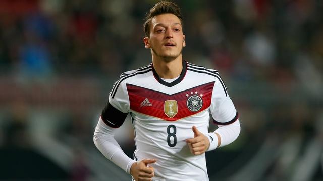 Mesut Özil'e bir büyük onur daha