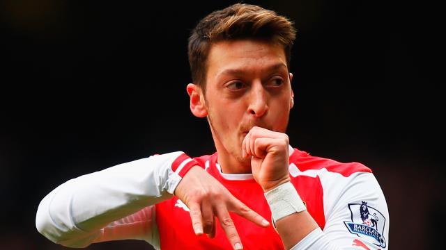 Dikkat! Mesut Özil geliyor