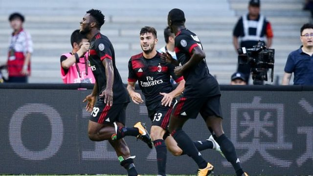 Milan, Bayern'i ezdi geçti