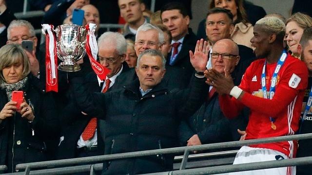 Mourinho kupa sever!