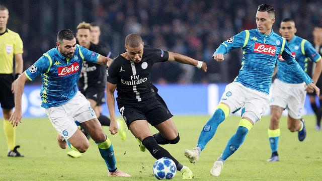 Napoli ve PSG liderlik fırsatını geri çevirdi