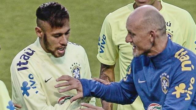 Neymar İstanbul'da sahaya indi