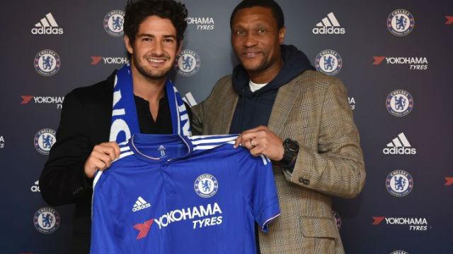 Chelsea Pato transferini bitirdi
