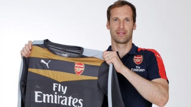 Petr Cech imzayı attı