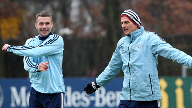 Podolski'den Gomez'e taş!