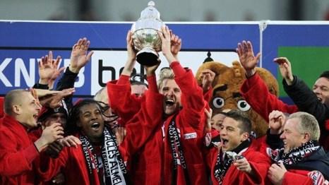 Cruyff Kupası PSV'nin