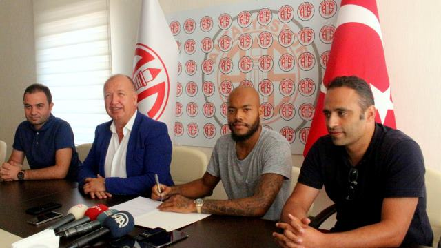 Antalyaspor'dan bir flaş transfer daha!