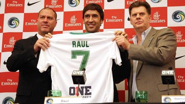 Raul yeni takımıyla imzaladı