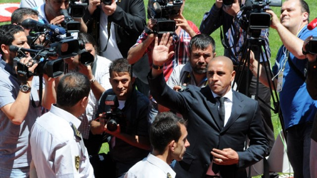Carlos'tan Alba ve Marcelo'ya övgü