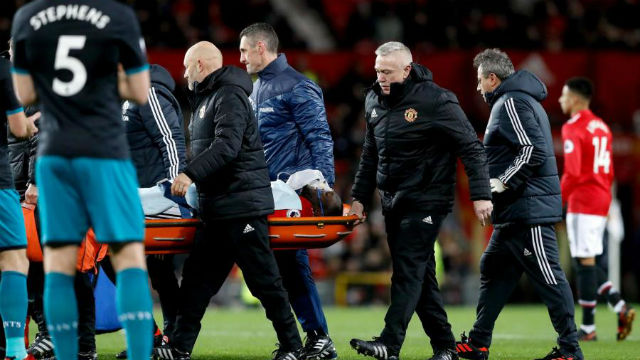 Manchester United'a iki kötü haber birden