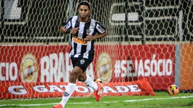Ronaldinho'dan 10 numara hareket