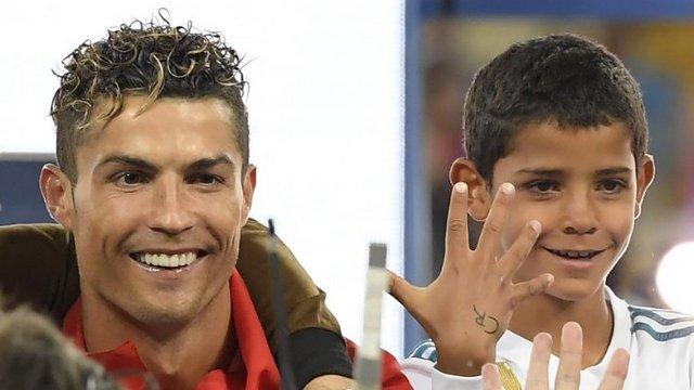 Cristiano Jr, babasını geçti!