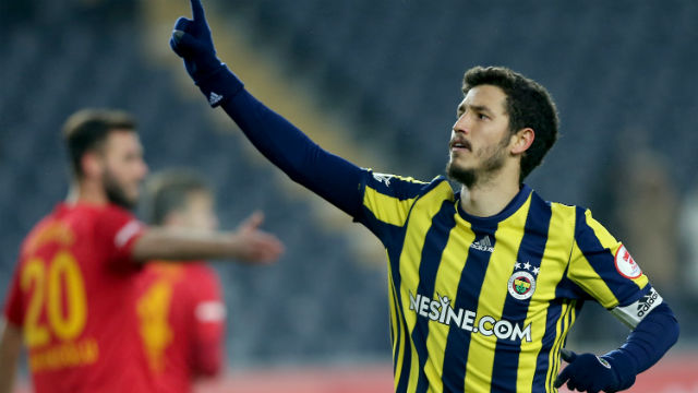 Fenerbahçe, Salih Uçan'ın sözleşmesini uzattı