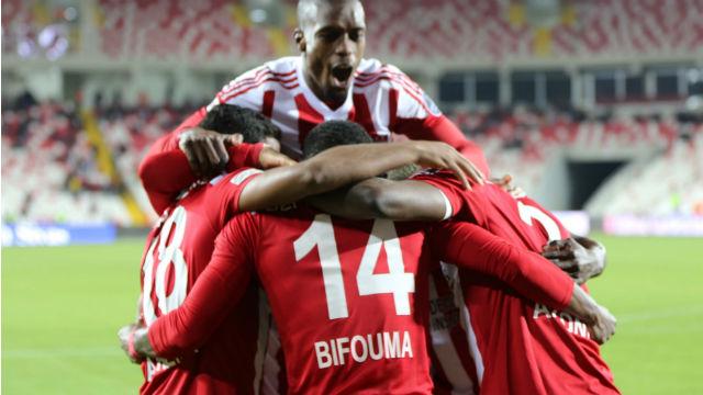 Sivasspor tek attı üç aldı