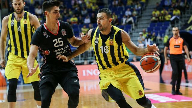 Fenerbahçe derbi galibiyetiyle başladı