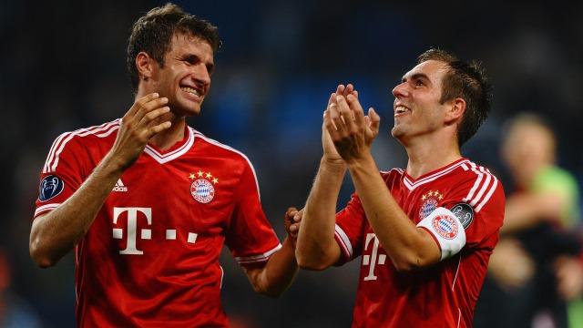 Bayern, iki yıldızı ile imzaladı