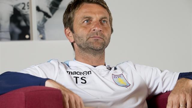 Aston Villa hocasını kovdu