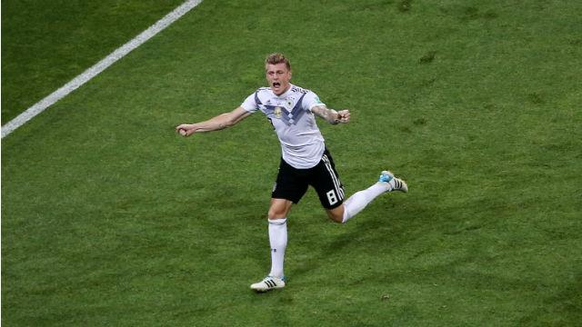 Kroos Almanya'yı ipten aldı