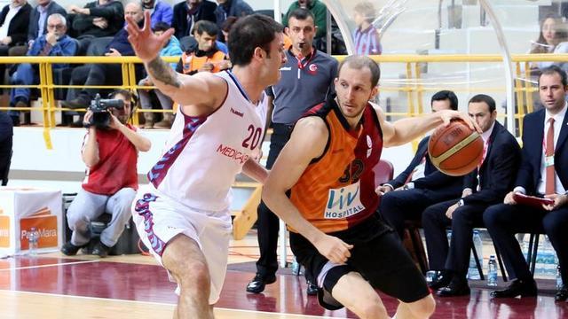 Galatasaray Trabzon'dan çıkamadı