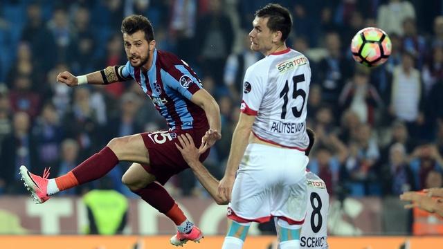 Trabzonspor evinde takıldı!