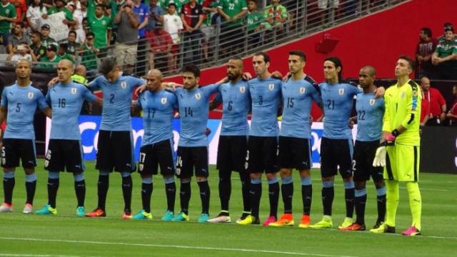 Muslera'lı Uruguay, mağlup başladı