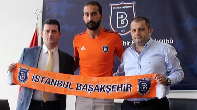 Volkan Babacan yeni takımıyla imzaladı