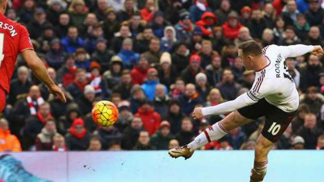 ManU Rooney'nin rekoru ile güldü