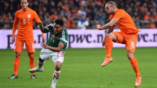 Sneijder tepkili...