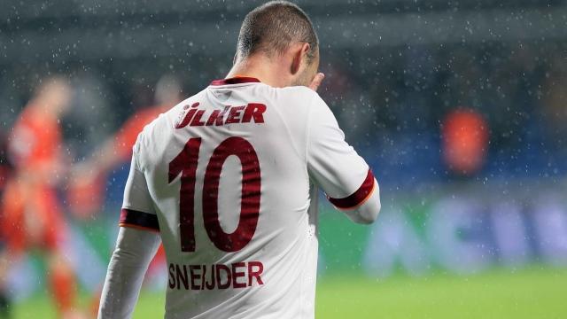 İZLE! Sürpriz Sneijder açıklaması
