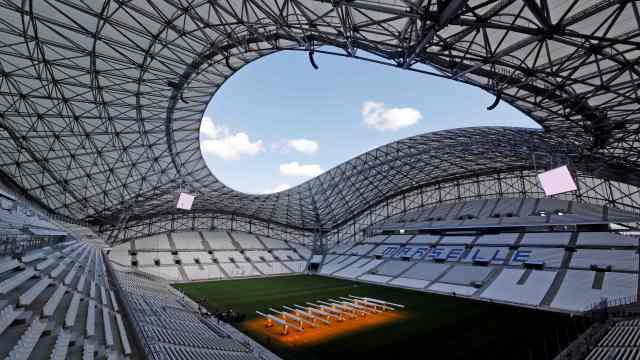 Marseille gururla sunar: Yeni Velodrome